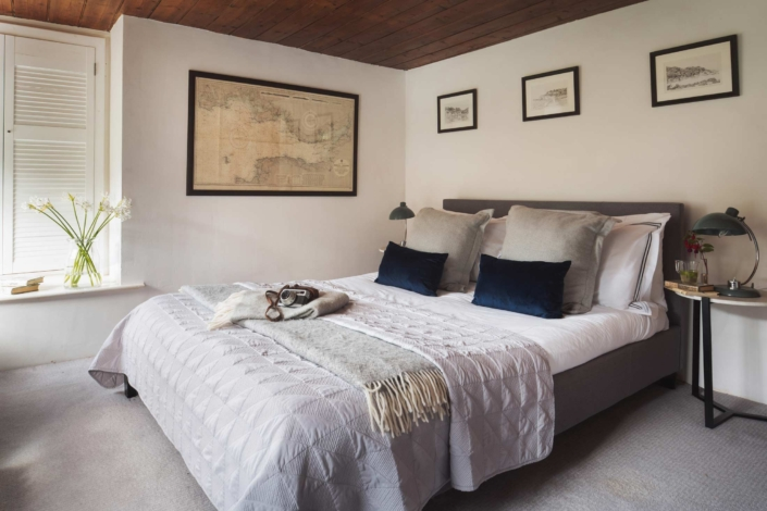 Double bedroom with double aspect view